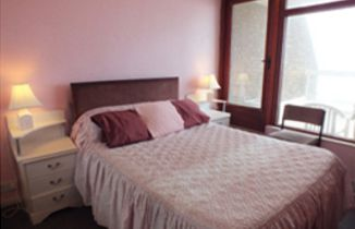 Self catering short stay Apartment with sea views